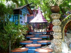 A Mad Hatter type roof - The Jade Seahorse - The Jade Seahorse - Utila