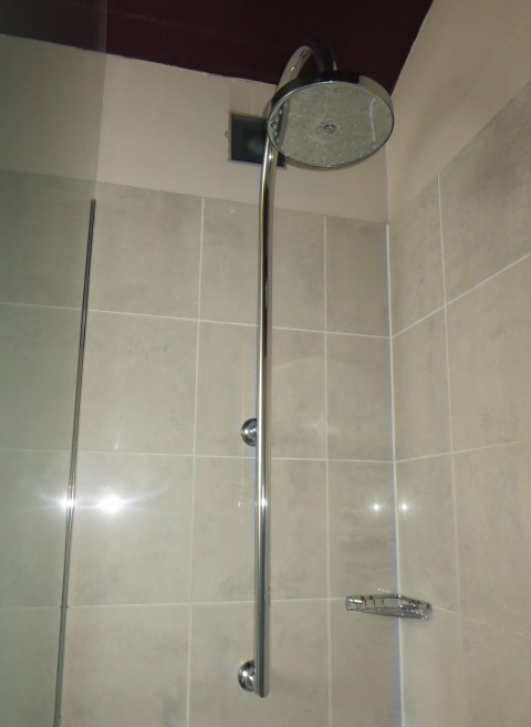 121 had a really very good glass shower