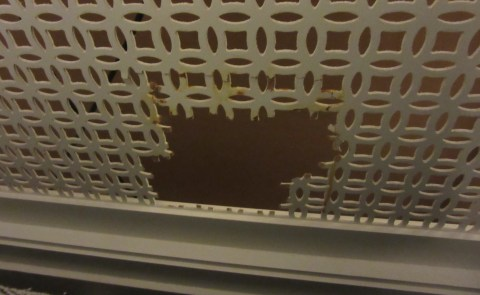 A hole in the divider.  Nice.