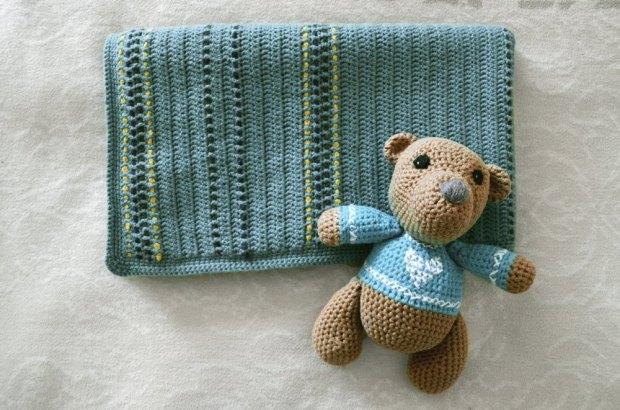 Kuscheldecke und Teddy fürs Baby