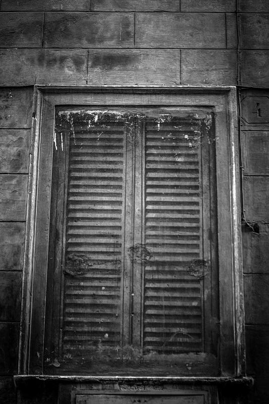window-wall-paint