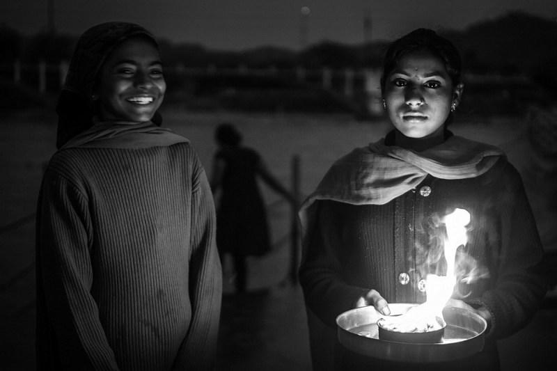 girls-haridwar-gange