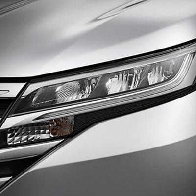 FAROS DELANTEROS   Con un marcado estilo angular, los faros delanteros LED añaden carácter a la nueva Toyota Rush.