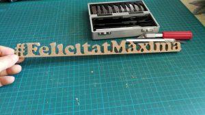 Felicitat Maxima en madera