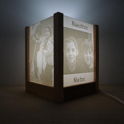 Lámpara litografía 3D con marco de madera