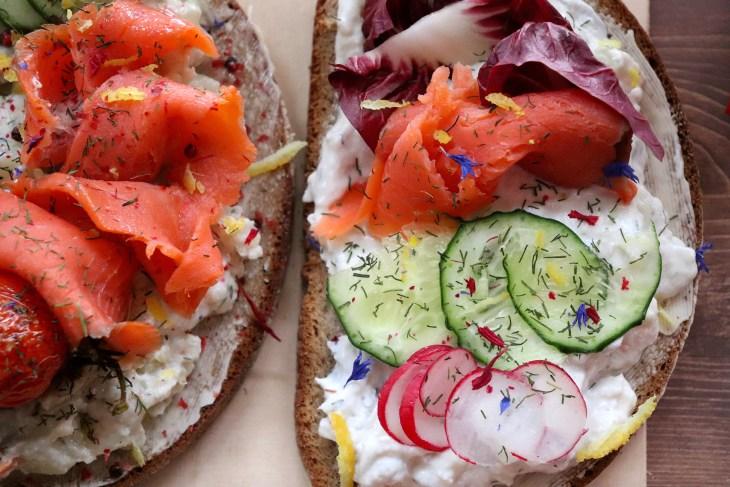 ricetta-smorrebrod-con-salmone-sockeye