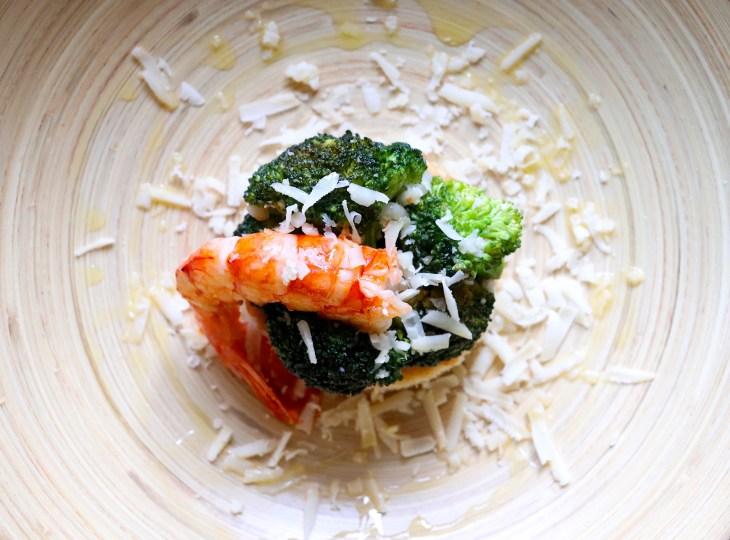 focaccia-gamberi-capra-broccoli