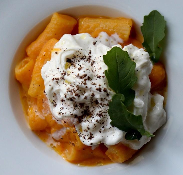 rigatoni-caffe-crema-di-carote-e-burrata