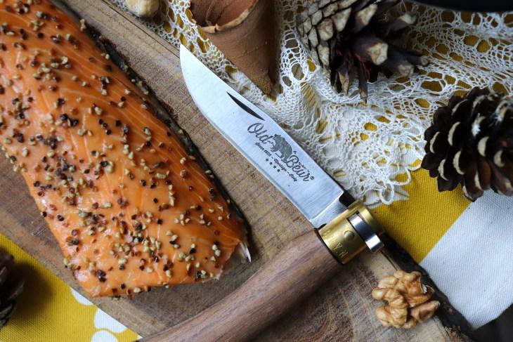 salmone-ai-pepi-con-coltello-antonini-knives