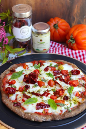 pizza con crema di fave e peperone crusco