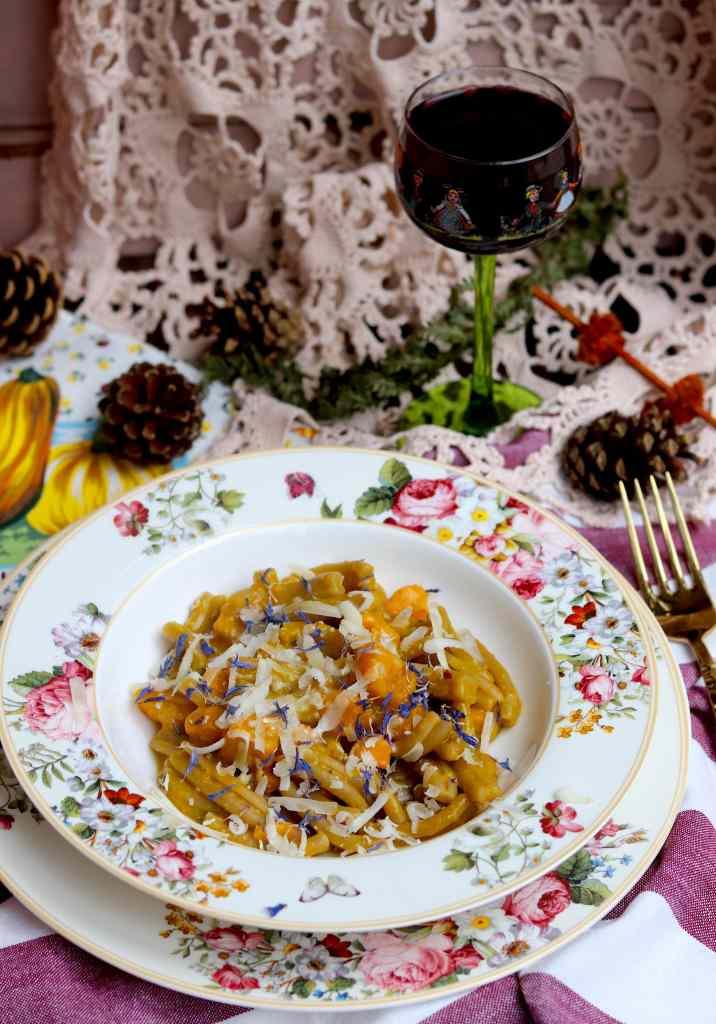 casarecce al tartufo, zucca e crema di fave