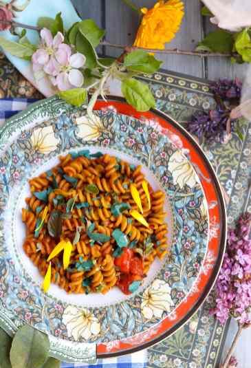 ricetta pasta con pesto dell'etna