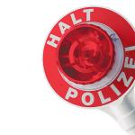 Falsche Polizeibeamte kontrollieren Autofahrer auf A 7 und stehlen Geld: Zeugen gesucht