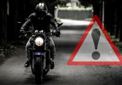Radfahrerin verletzt sich nach Unfall mit Motorrad schwer