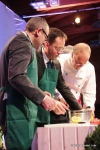 Armin Wicke und Thomas Petrich als Köche (Foto: Rainer Sander)