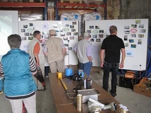 Wasserwärter Rüdiger Terk erklärt die Arbeiten rund um die Wasserversorgung (Foto: Heike Klein nh)