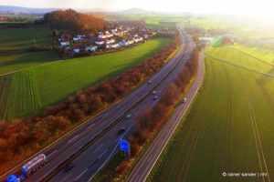 Die A49 durchschneidet den Ortsteil Holzhausen und sorgt seit der Sanierung für erhöhte Lärmbelastung (Foto: Rainer Sander)