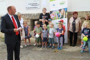 Bürgermeister Manfred Schaub freute sich über den Forschungsdrang seiner jüngsten Bürgerinnen und Bürger (Foto: Rainer Sander)