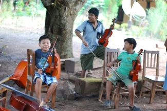 Students of Santa Ana orchestra