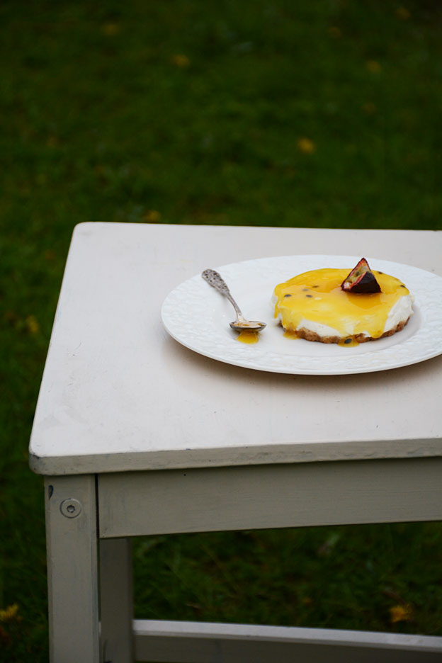 Cheesecake with passion fruit
