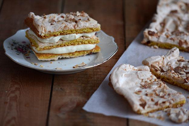 Kvafjordkake med hjemmelaget vaniljekrem og de fineste eggene fra Holte Gård