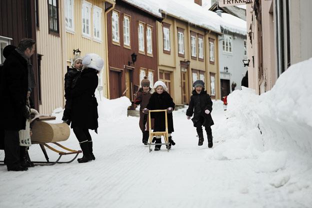 Jenter på spark. Foto: Flanderbor / Destination Røros