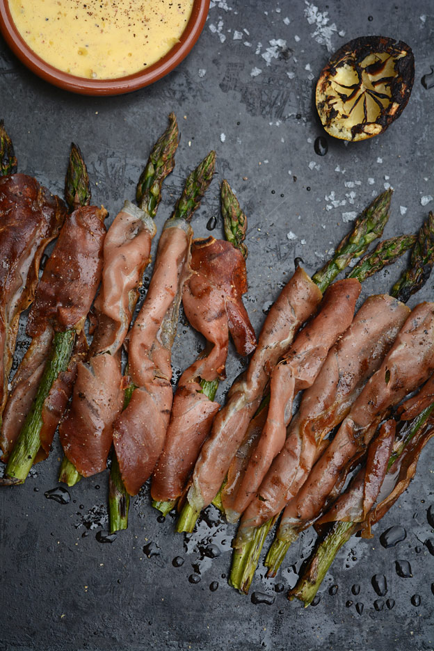 Grilled asparagus with cured ham served with lemon mayonnaise