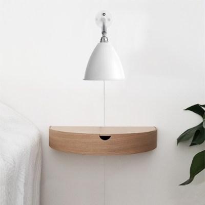 Hylde som kan benyttes til natbord eller som lille hyld ei entreen til opbevaring af nøgler mobil eller andet