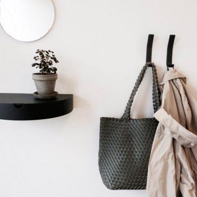 Entre bord / hylde og flotte læderknager fran Nordic Function