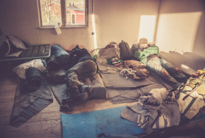 Refugees sleep in an abandoned house (play, Sebastian Utbult).