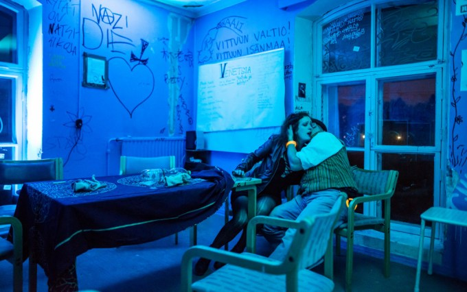 Feeding scene in the Blue room. Photo by Tuomas Puikkonen.