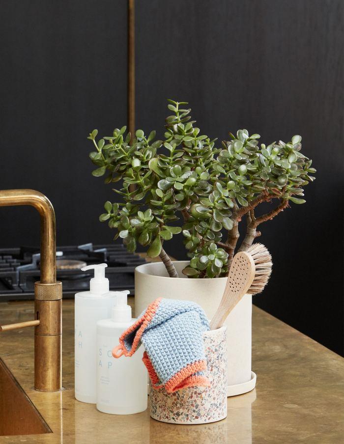 Hübsch Medium White Plant Pot, Ceramic