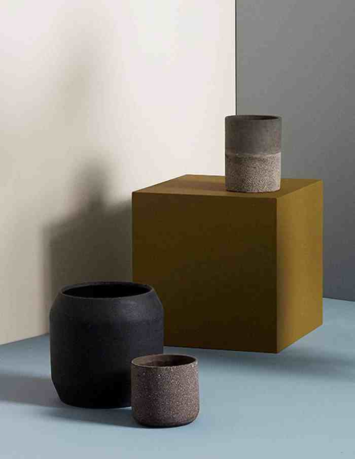 Hübsch Large Black Rounded Plant Pot, Ceramic