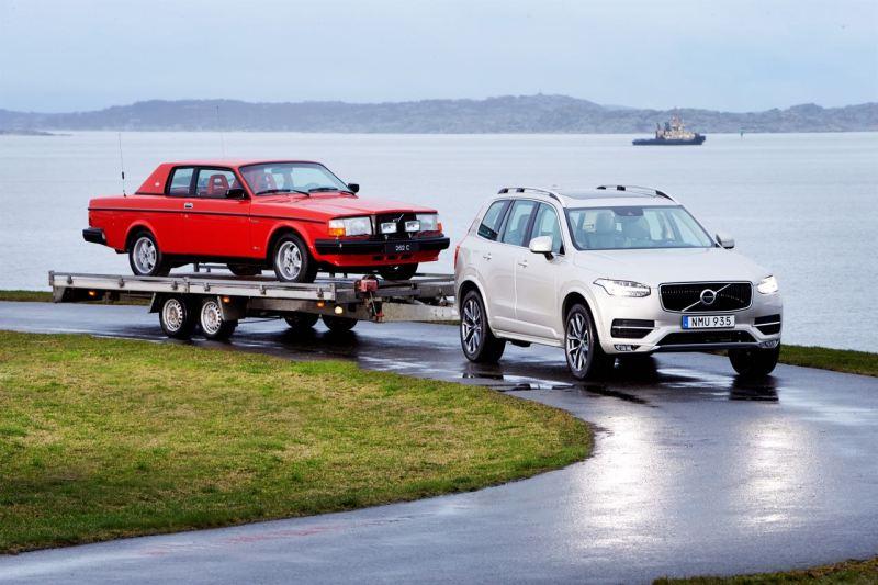 Volvo XC90 und 262 von 1981. Bild: Volvo Cars