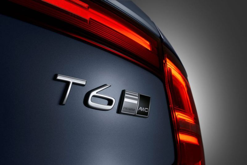Detail T6 Badge Volvo S90 Mussel Blue. Bild: Volvo Cars