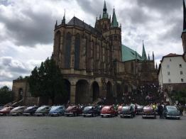 Mehr als 50 Volvo Klassiker auf dem Domplatz in Erfurt.