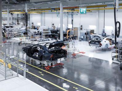 Denn es sind die ersten Kohlefaser-Fahrzeuge der Geely-Volvo Gruppe