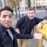 Nour und Julius am Bremerhavener Theaterplatz.