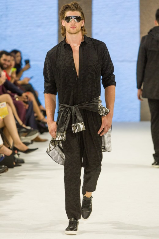 shayne-gray-TOM-aug-20-runway-Dalla-1018
