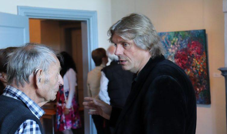 Künstlergespräch auf Gut Altenkamp - Am kommenden Sonntag endet die Ausstellung Ansgar Skiba – Farbfluss auf Gut Altenkamp. Foto: Stadt Papenburg