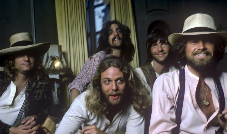"""Eagles mit '76er-Live-Aufnahme von """"New Kids In Town"""" zum Release Day von """"Hotel California - 40th Anniversary"""""""