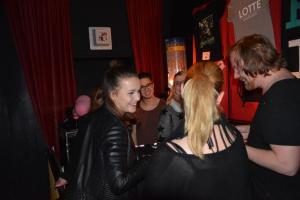 Fan-Nähe - Lotte gibt Autogramme Foto: NordNews.de