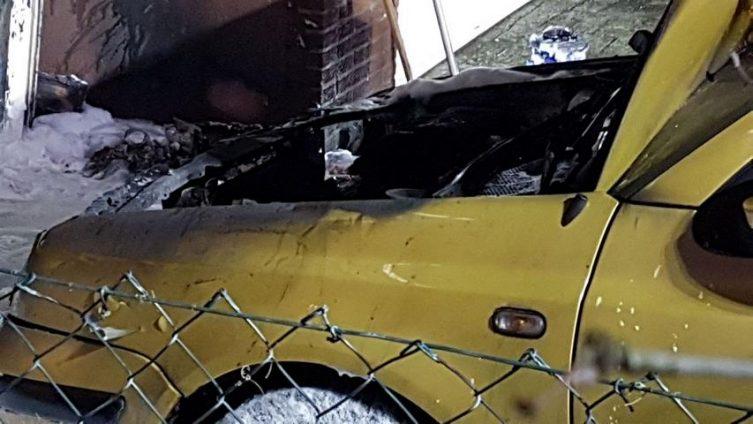 Aktuell Brand eines Cartport mit PKW in der Diepenbrockerstraße in Lingen Foto: NordNews.de