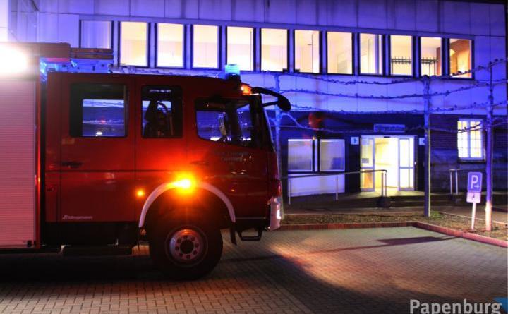 Brand am Papenburger Rathaus - Am Samstagnachmittag hat ein Müllcontainer am Rathaus gebrannt. Foto: Stadt Papenburg