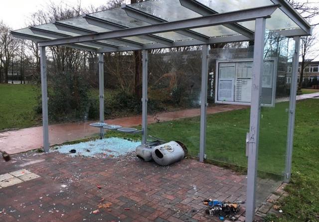 Vandalen zerstören Bushäuschen und Mülleimer – Stadt erstattet Anzeige Foto: Stadt Pepenburg
