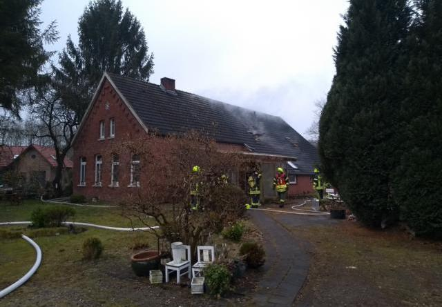 Dachstuhlbrand in Aschendorf - Feuer schnell unter Kontrolle Foto: Feuerwehr Aschendorf / Paul Lachnitt
