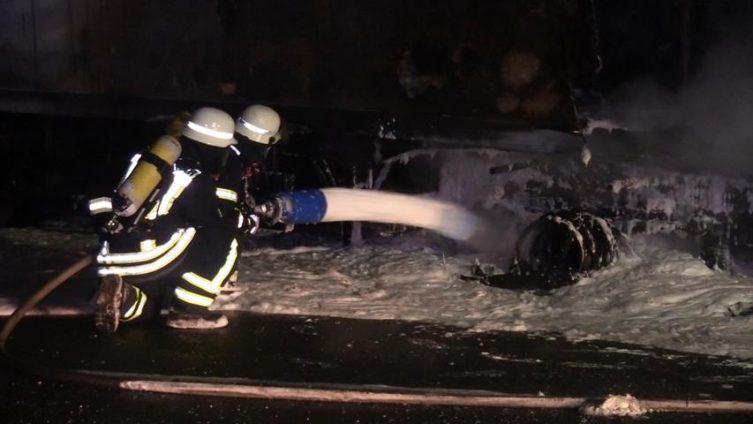 Aktuell: Brand eines LKW in Lingen Laxten - Am Hundesand Foto: NordNews.de