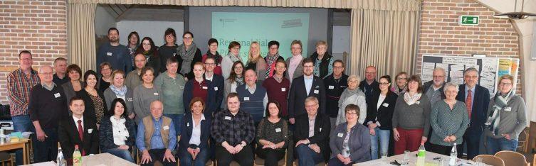 Mehr Vernetzung im Pflegebereiche: Pflegetisch Uelsen konstituiert sich - Die Teilnehmerinnen und Teilnehmer des Pflegetisches Uelsen. Foto Udo Wohlrab