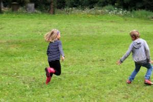 Spielerisch die Natur entdecken - Ein Vormittag im Grünen mit Spiel und Spaß. Foto: Landkreis Grafschaft Bentheim