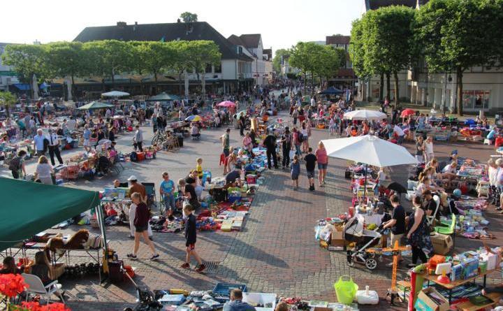 Lingen. Traditionell startet der Lingener Ferienpass mit dem Kinderflohmarkt auf dem Marktplatz und dem Mündungsbereich der angrenzenden Einkaufsstraßen. Foto: Stadt Lingen
